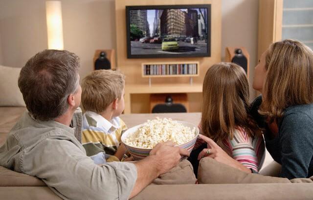 enseña-a-tu-hijo-a-ver-la-televisión
